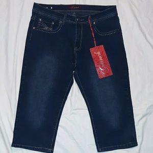 Womans size 18 dark blue Crunch jean capris